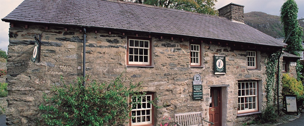 Shops in and around Beddgelert